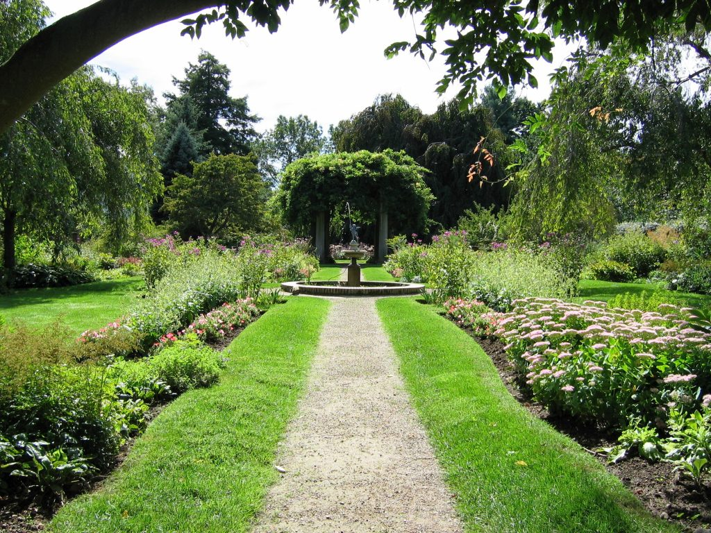 DanversGlen Magnaformal garden_credit Heather King
